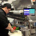 Características y ventajas de una pantalla de preparación de pedidos en cocina